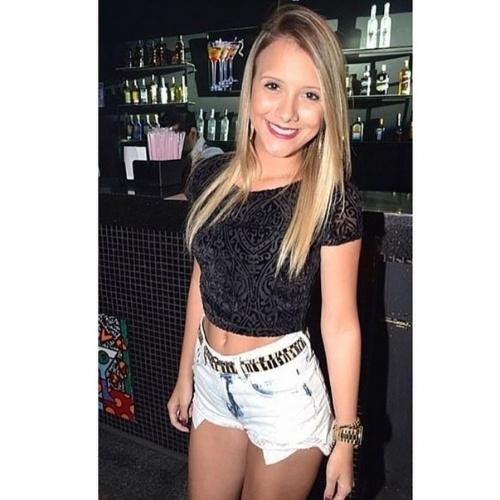 """13.mar.2015 - Andressa, de 20 anos, entrou no """"BBB15"""" de surpresa para sustituir Tamires, participante desistente do reality show"""