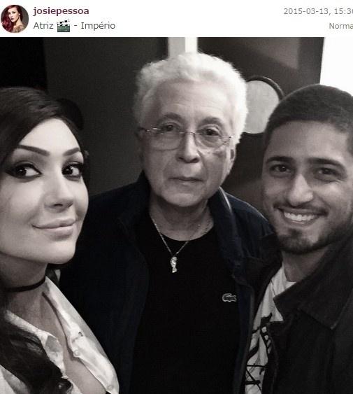 13.mar.2015 - Josie Pessoa publica selfie com Aguinaldo Silva e Daniel Rocha
