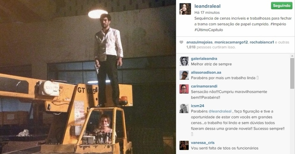 13.mar.2015 - Leandra Leal também entrou no clima de despedida de Cristina e