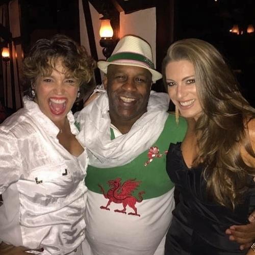 13.mar.2015- Suzy Rêgo, Aílton Graça e Elaine Mickely posam juntos na festa que reuniu o elenco de