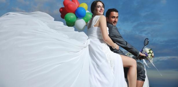 A moto pode render uma sessão de fotos inesquecível no dia do casamento