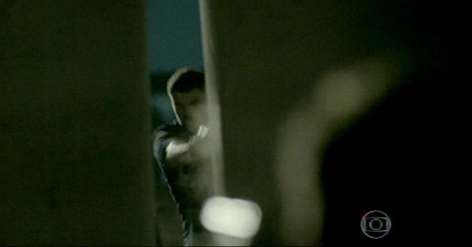 Chegada de Zé dá início a tiroteio entre ele, Maurílio e Josué