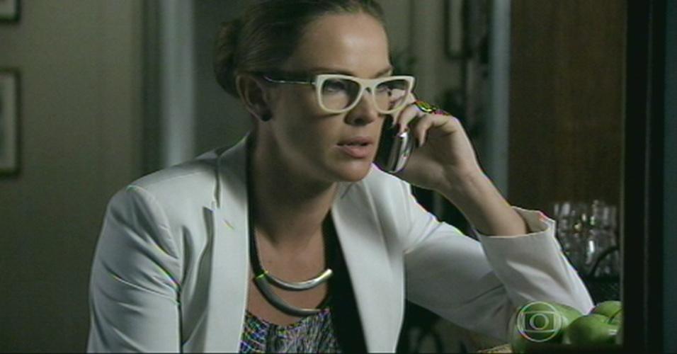 Erika recebe as informações de Lorraine