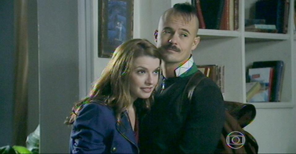 Helena e Salvador se despedem para irem embora para Paris