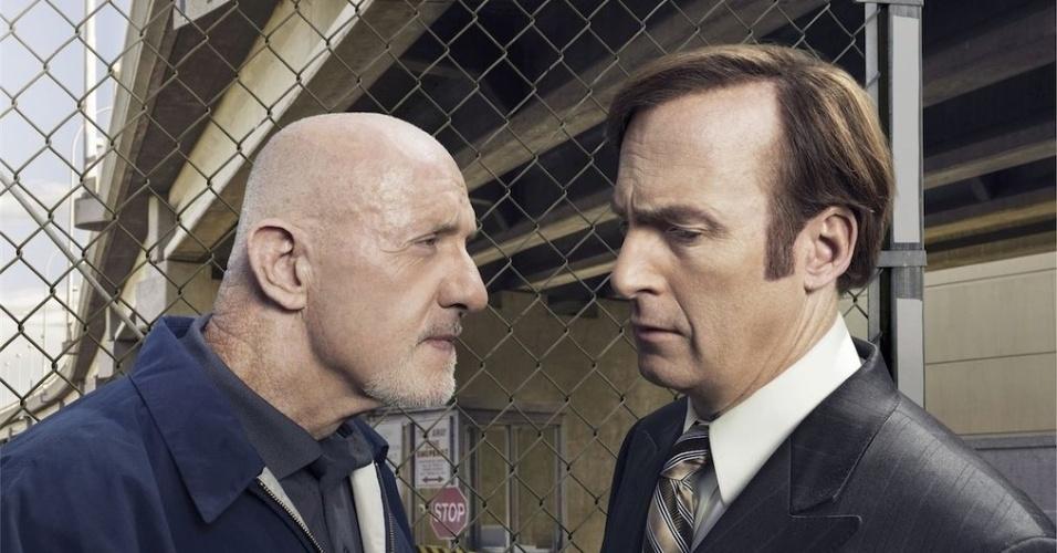 """Johnathan Banks (Mike) e Bob Odenkirk (Saul) em cena da série """"Better Call Saul"""""""