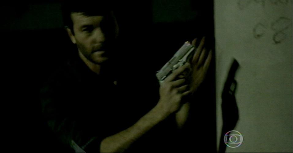 Josué sem esconde e atira contra Maurílio no galpão