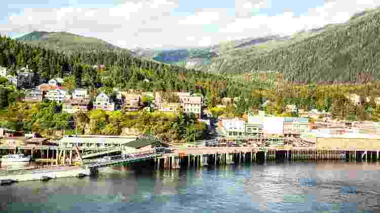 Ketchikan, no Alasca, é um dos destinos remotos visitados por cruzeiros em meados do ano - Getty Images - Getty Images