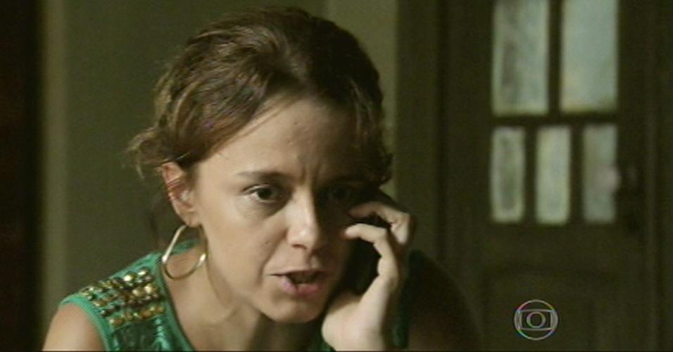 Lorraine liga para Erika para contar sobre o sequestro de Cristina