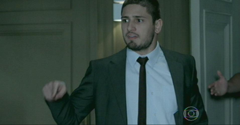 Lucas vai com Vicente atrás da irmã