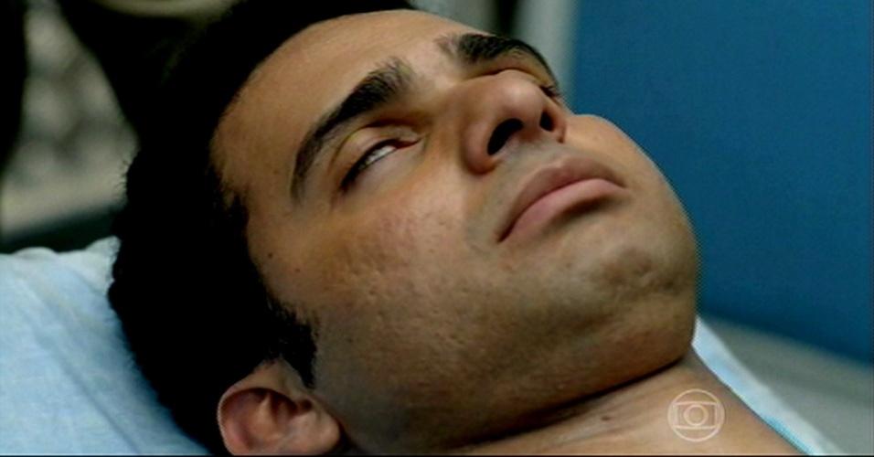 Marcão morrendo, enquanto o irmão de Cristina pergunta para onde ela foi levada