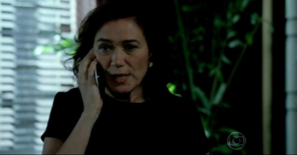 Marta atende Zé, que pergunta se ela já ouviu falar de uma empresa de Silviano, para saber onde está Cristina