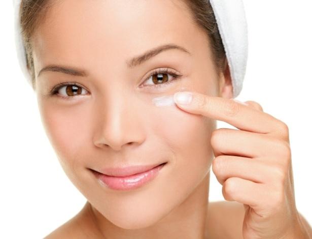 Protetor solar é item fundamental nos cuidados com a pele - Stock Image