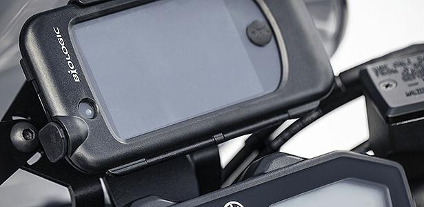 Suporte para smartphone, colocado acima do painel da MT-07, está cotado a R$ 649
