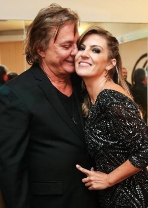 13.mar.2015 - Fábio Jr. com a namorada, Fernanda Poscucci, no camarim de seu show em SP - Manuela Scarpa/Photo Rio News