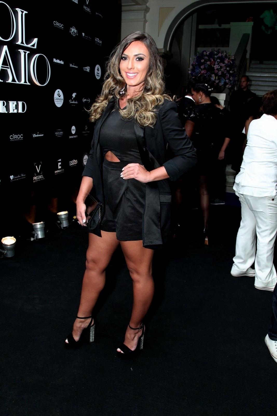 13.mar.2015 - Nicole Bahls usa modelito comportado na festa de aniversário da promoter Carol Sampaio no Copacabana Palace Hotel, na zona sul do Rio de Janeiro, na noite desta sexta-feira