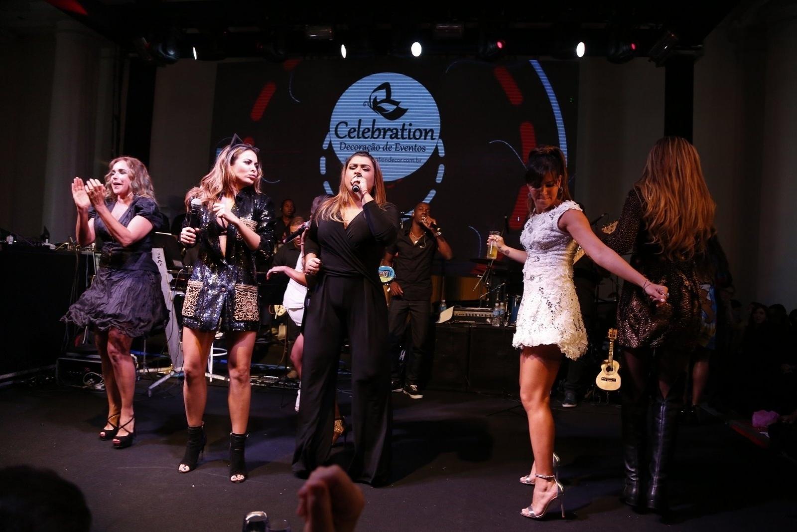 13.mar.2015 - Preta Gil agita a festa de aniversário da promoter Carol Sampaio e surpreende a plateia no Copacabana Palace Hotel, na zona sul do Rio de Janeiro, na noite desta sexta-feira
