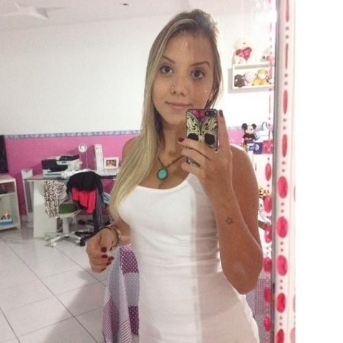 13.mar.2015 - Irmã gêmea de Andressa, Amanda também é estudante de odontologia