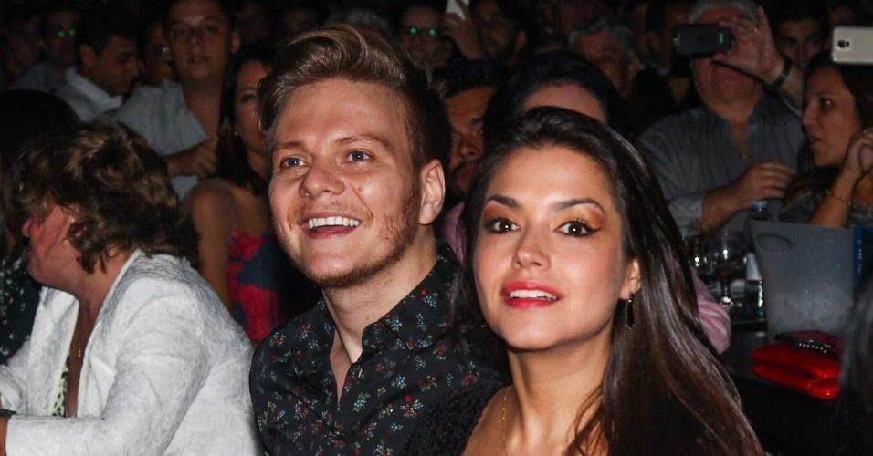 13.mar.2015 - O casal Michel Teló e Thais Fersoza assistem ao show de Chitãozinho & Xororó e Bruno & Marrone, na capital paulista