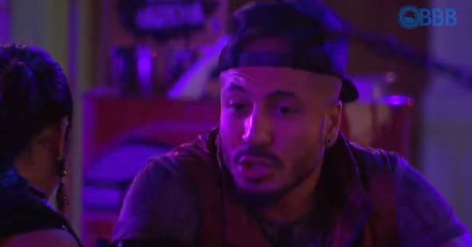14.mar.2015 - Fernando diz que vai deixar o programa durante a madrugada pois está pensando muito lá fora