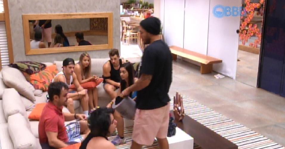 14.mar.2015 - Líder da semana, Fernando passa a urna entre os confinados. Amanda e Cézar tiram a bola preta e não podem participar da oitava prova do anjo