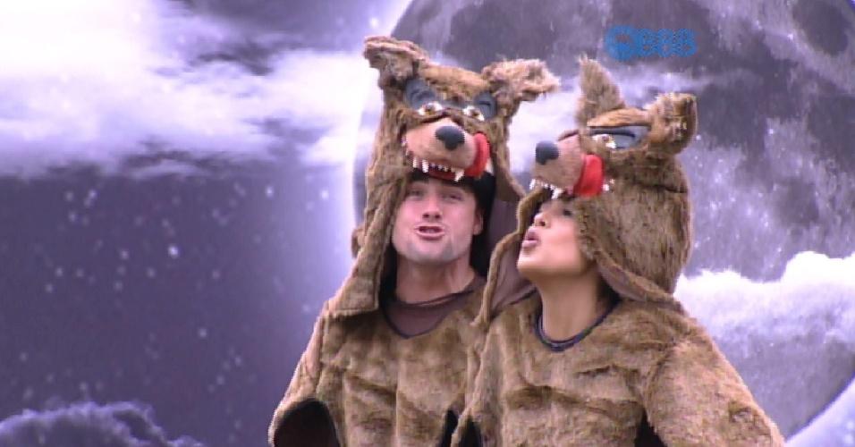 14.mar.2015 - Rafael e Amanda se divertem cumprindo o castigo do monstro, em que precisam uivar toda vez que a música toca.