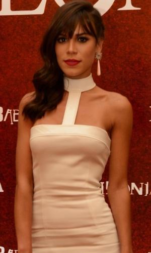 Helô Gomes Batista (Carla Salle)