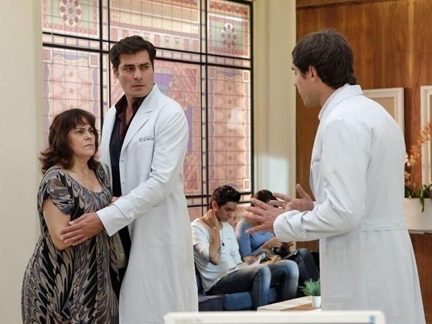 Mulher de paciente acusa Caíque (Sergio Guizé) de negligência em
