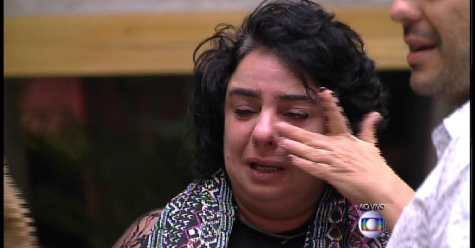 15.mar.2015 - Mariza chora e admite que não gostou quando entrou participante, mas se apegou e não queria que ela saísse