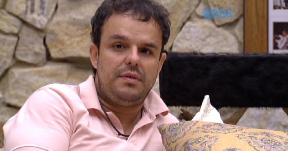 16.mar.2015 - Adrilles diz que Cézar chora por si mesmo, e brinca que o paranaense irá torcer por sua própria sombra se for eliminado