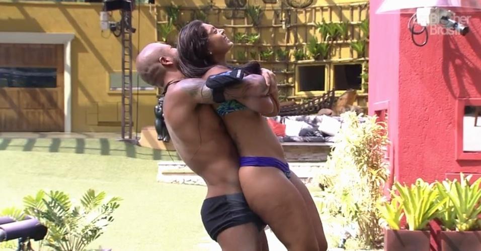 16.mar.2015 - Após fazer massagem em Amanda, Fernando pede para a sister se levantar que ele quer estralar as costas dela