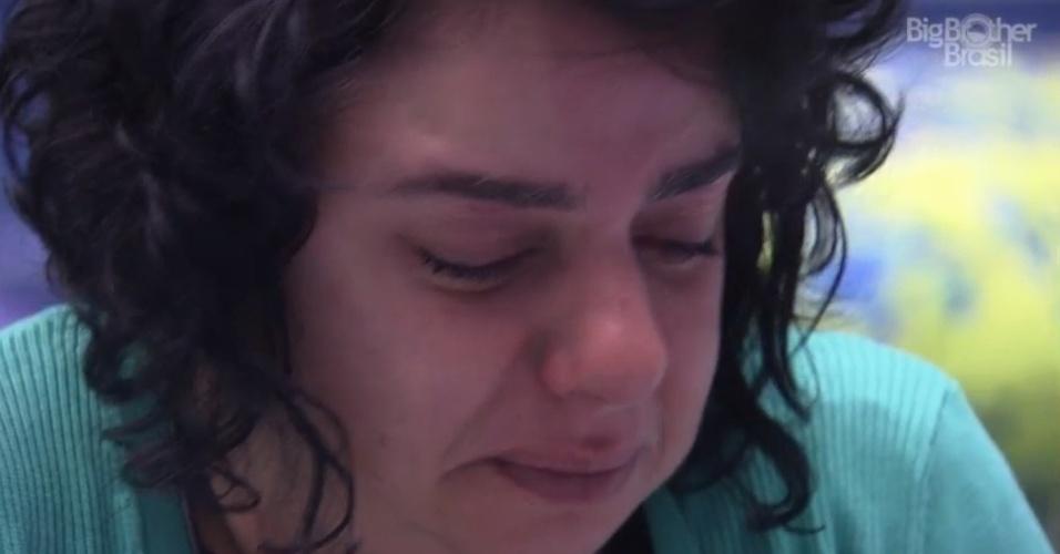 16.mar.2015 - Após fazer o Raio-X na manhã desta segunda-feira, Mariza entra no Quarto Azul e começa a chorar