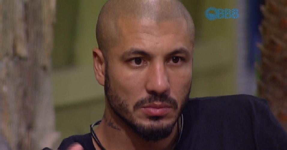 16.mar.2015 - Fernando diz para Amanda que gosta dela