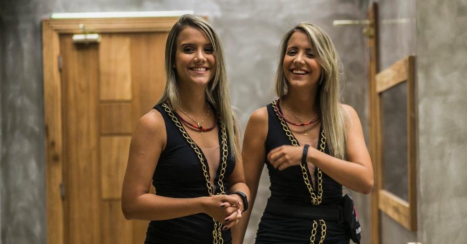 16.mar.2015 - Grupo acerta que Andressa tem uma irmã gêmea e as duas entram juntas