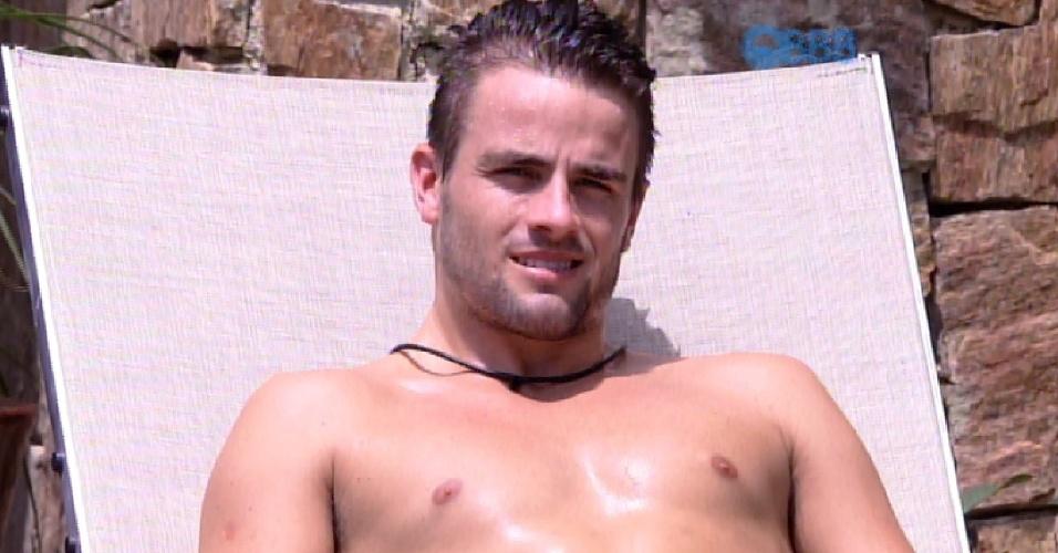 """16.mar.2015 - Rafael comenta com Fernando sobre as noites com Talita sob o edredom: """"Vou entrar nos vídeos, mas a gente não estava fazendo nada."""