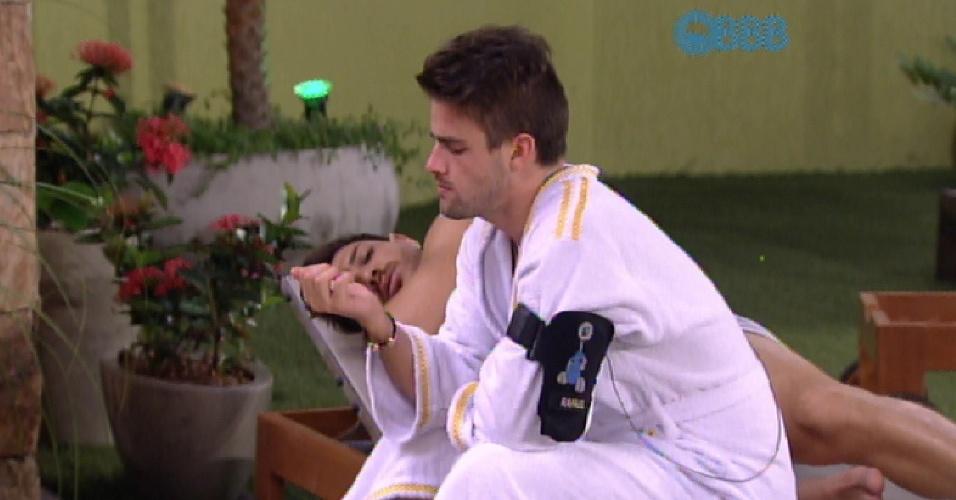 16.mar.2015 - Rafael e Cézar criticam Adrilles