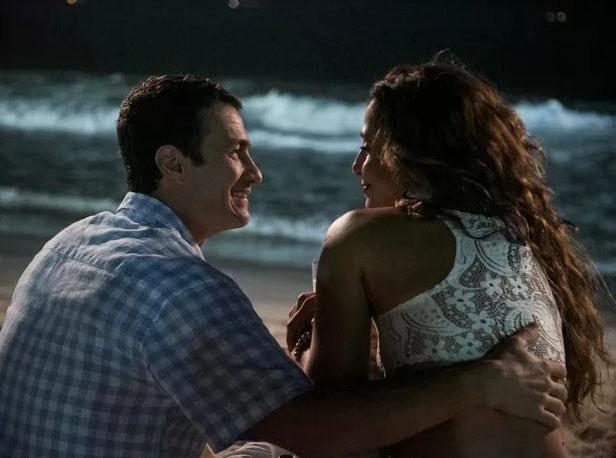 16.mar.2015 - Regina (Camila Pitanga) e Luís Fernando (Gabriel Braga Nunes) passam a noite de Ano Novo juntos