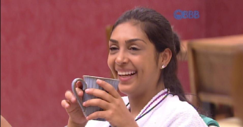"""16.mar.2015 - Mariza fala para Amanda de sua relação de amor e ódio com Rafael: """"Acho que os confrontos que a gente teve foram potencializados justamente por isso. Com você também aconteceu o mesmo""""."""