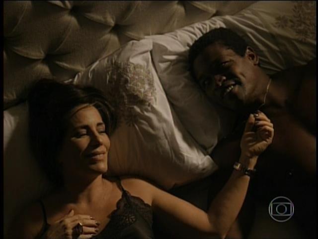 Beatriz vai para cama com Cristovão, o motorista de Evandro