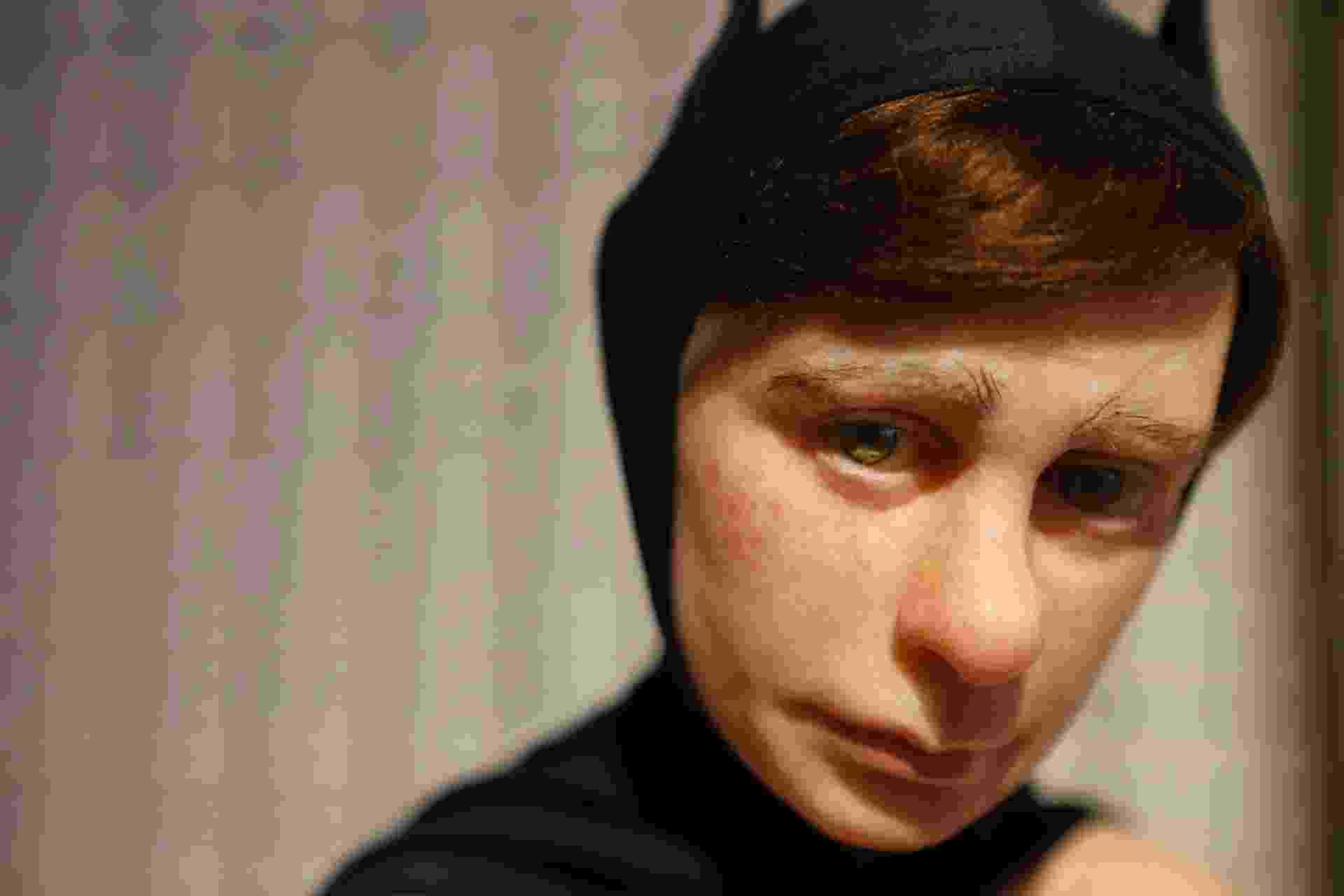 """Escultura """"Sozinho"""", de Giovani Caramello, artista de 24 anos de Santo André (SP) comparado ao australiano Ron Mueck - Junior Lago/UOL"""
