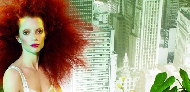 Foto de divulgação da coleção, com variados tons de marrom para os olhos e batons marcantes como vermelho e roxo - Divulgação