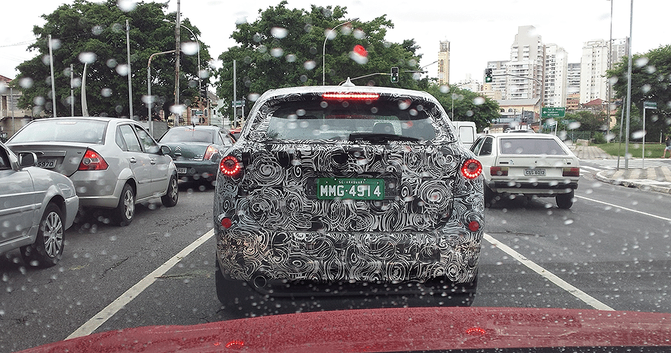 Nova geração do BMW X1 é flagrado no bairro do Ipiranga, Zona Sul de São Paulo (SP); modelo será lançado globalmente no segundo semestre e será feito também no Brasil