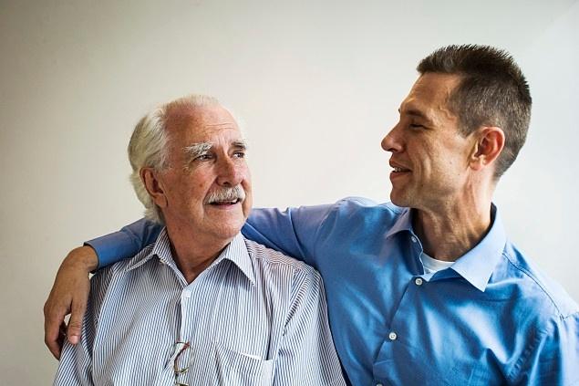 O médico Paulo de Abreu Leme, 74, e seu filho, o advogado Paulo Filho, 43, que enfrentaram alcoolismo