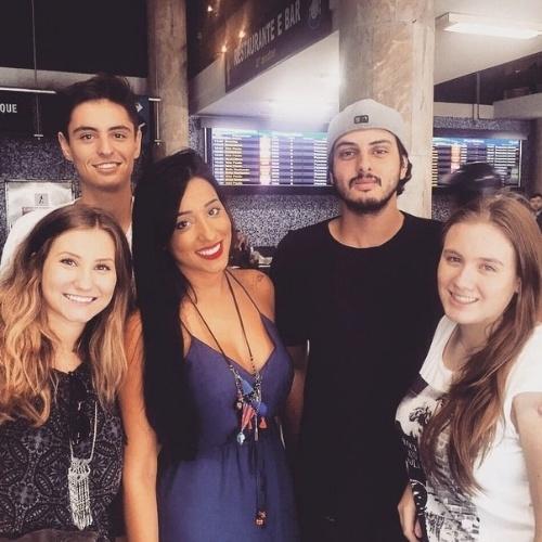 17.mar.2015 - Talita posta no Instagram foto com irmã e amigos de Rafael