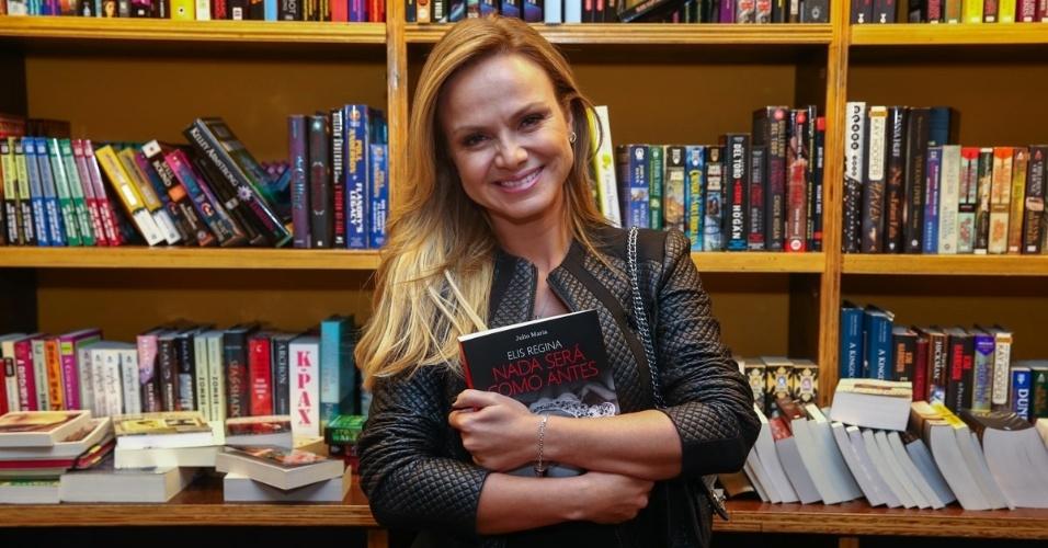 17.mar.2015 - A apresentadora Eliana prestigiou o lançamento da biografia ?Elis Regina - Nada será como antes?