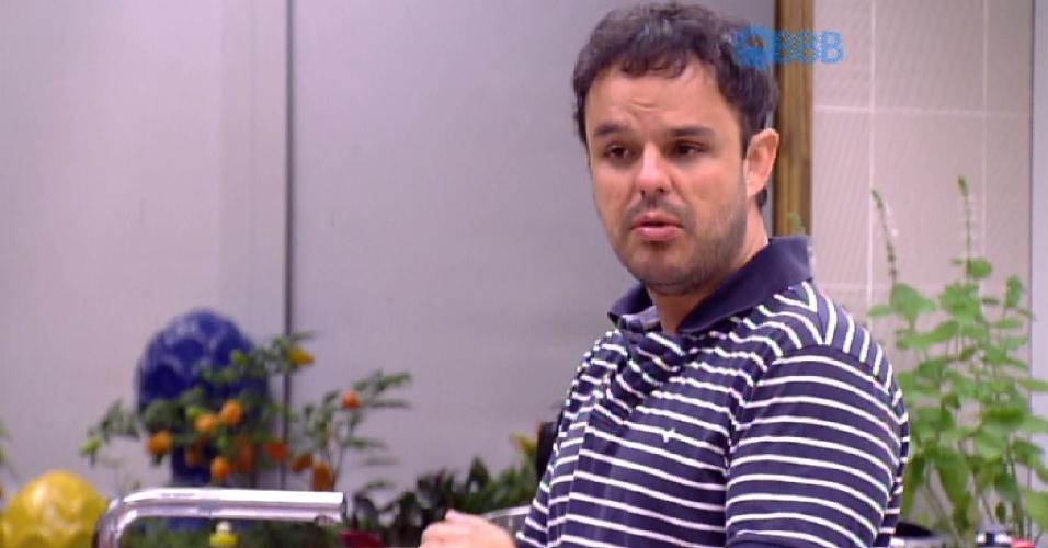 """17.mar.2015 - Adrilles fala sobre ?casal? Fernando e Amanda: """"Só falta um beijo"""""""