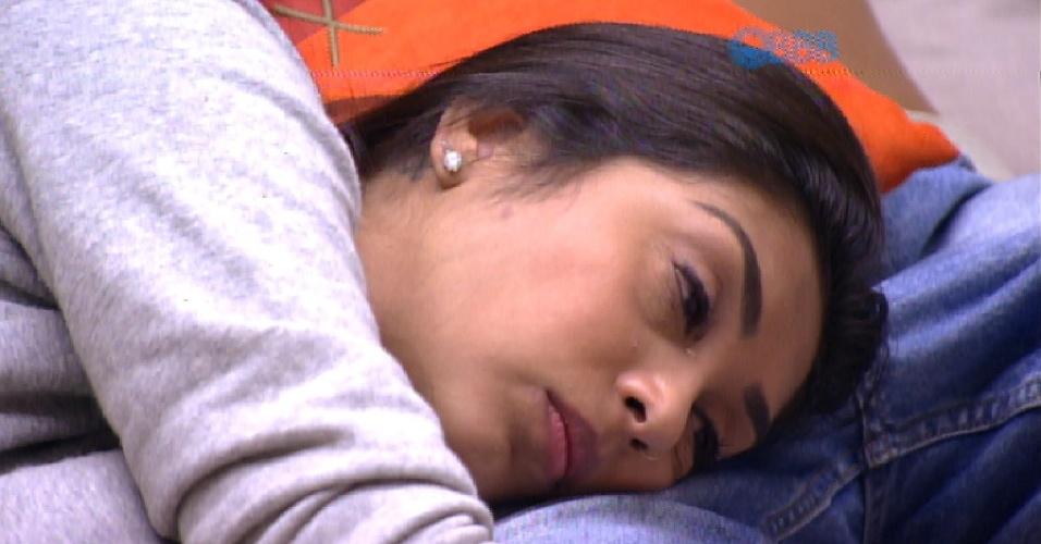 17.mar.2015 - Amanda chora no colo de Fernando após lembrar de piada feita por Adrilles, ao dizer que até ele já havia ouvido um 'eu te amo'