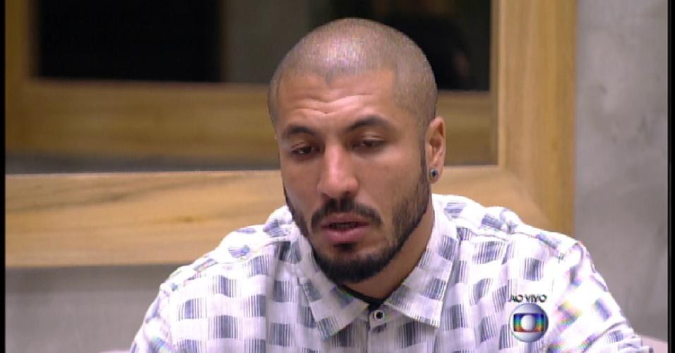 17.mar.2015 - Bial pergunta para Fernando se Rafael mudou desde que foi indicado ao paredão