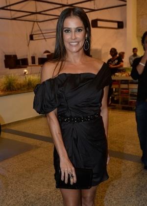 17.mar.2015 - Deborah Secco na cerimônia de entrega dos prêmios aos melhores das artes da APCA, no Teatro Paulo Autran, em São Paulo