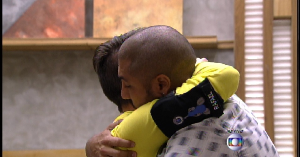 17.mar.2015 - Eliminado com 77% dos votos, Rafael se despede de Fernando