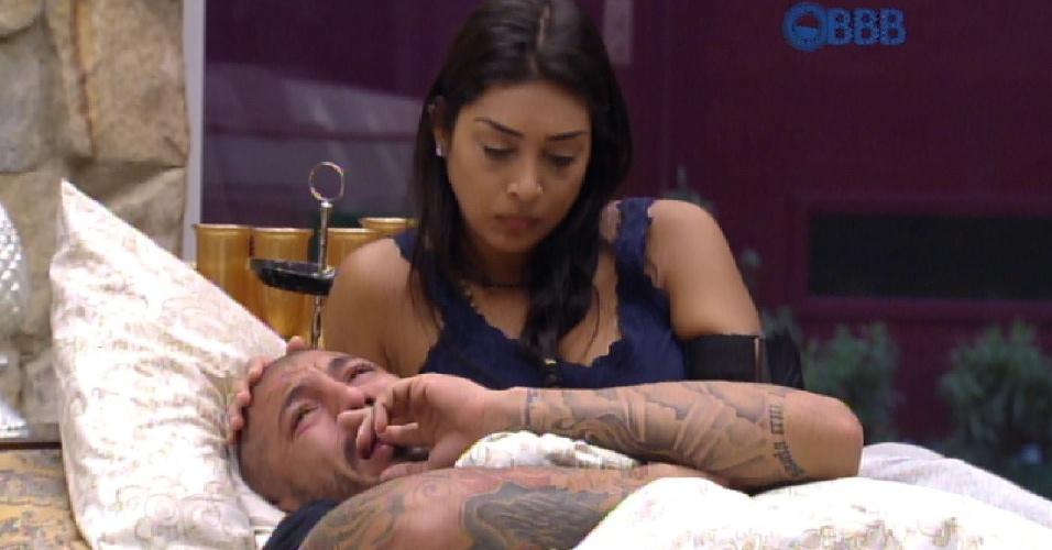 17.mar.2015 - Fernando chora e é consolado por Amanda